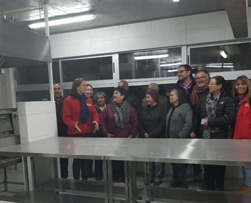 Vecinos y alcaldesa Carolina Leitao en Centro Educacional Eduardo de la Barra