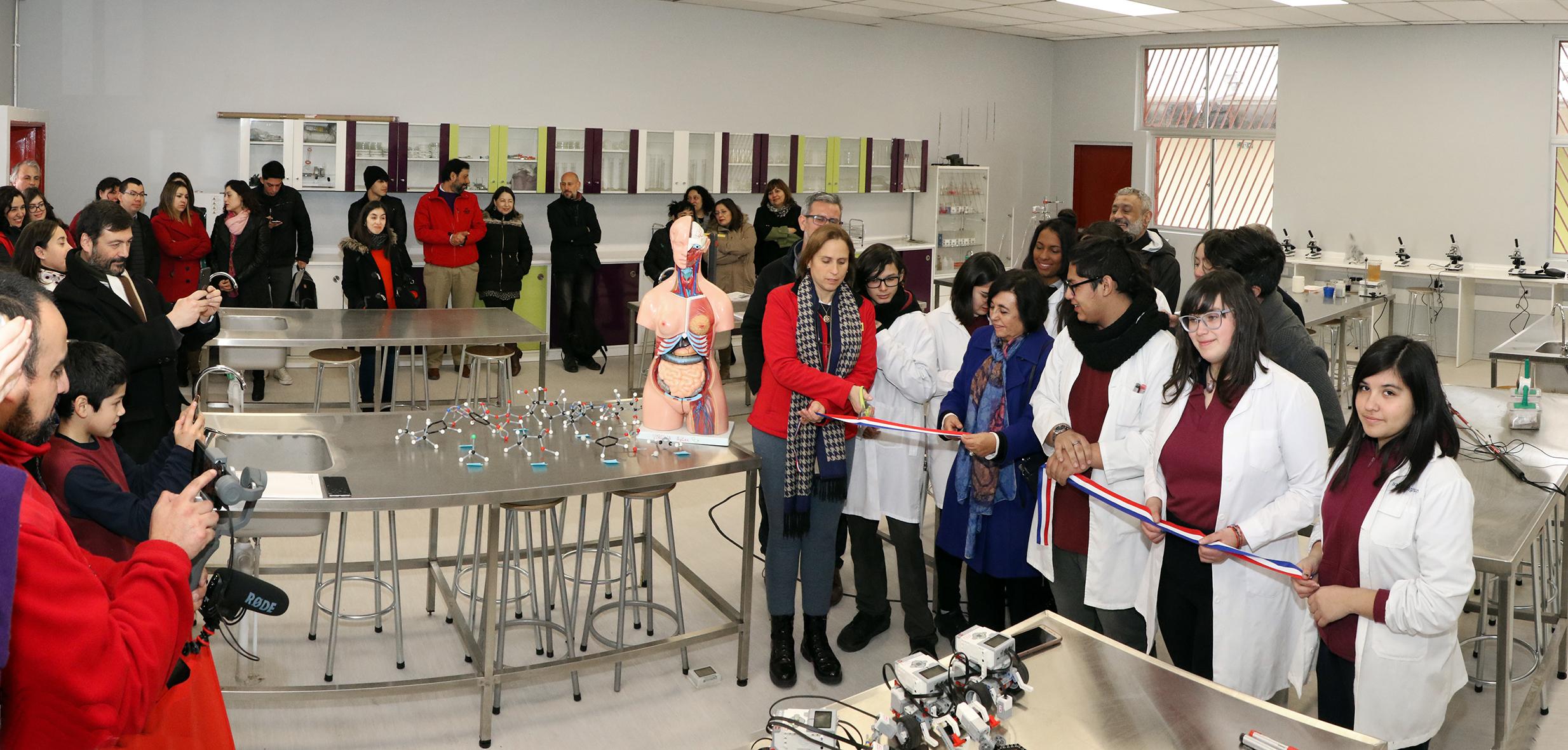 Laboratorio-de-Ciencias-Liceo-Antonio-Hermida-Fabres-15