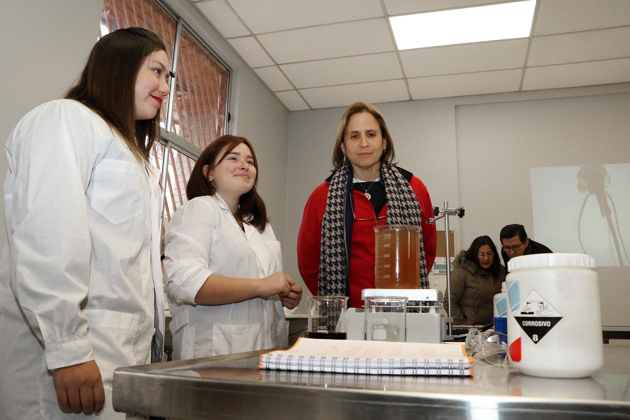 Laboratorio-de-Ciencias-Liceo-Antonio-Hermida-Fabres-19